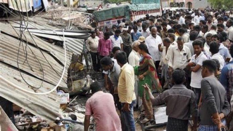 Kamioni përplaset me turmën e protestuesve, 20 të vdekur