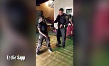 Valltarët kishin nervozuar tej mase fqinjët me zhurmën që po bënin, kur u shfaq policia ndodhi diçka që i la gojëhapur (Foto/Video)