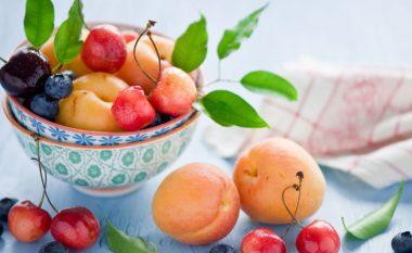 Domatet, pjeshkat dhe ushqimet tjera që NUK duhet t'i vendosni në FRIGORIFER