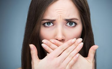 Cilat vitamina ju mungojnë nëse vuani nga era e gojës, zbokthi apo plasaritjet në buzë ?!