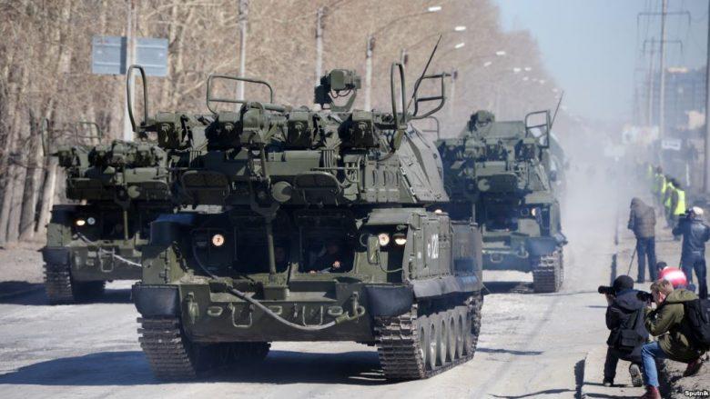 Rusia raportohet se po dërgon pajisje ushtarake në kufi me Korenë e Veriut