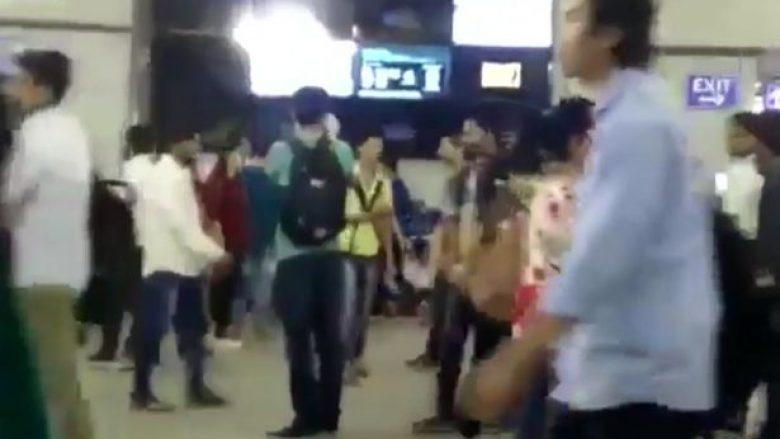 Hakerët lëshuan filma për të rritur, në ekranin e stacionit të trenit (Video,+18)