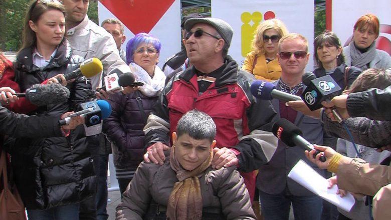 Protestojnë prindërit e personave me nevoja të veçanta në Maqedoni