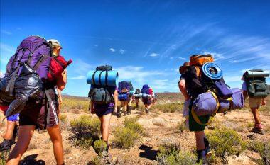 Kthehet nga shëtitjet në natyrë, nga këmba i dalin krimbat (Foto, +16)