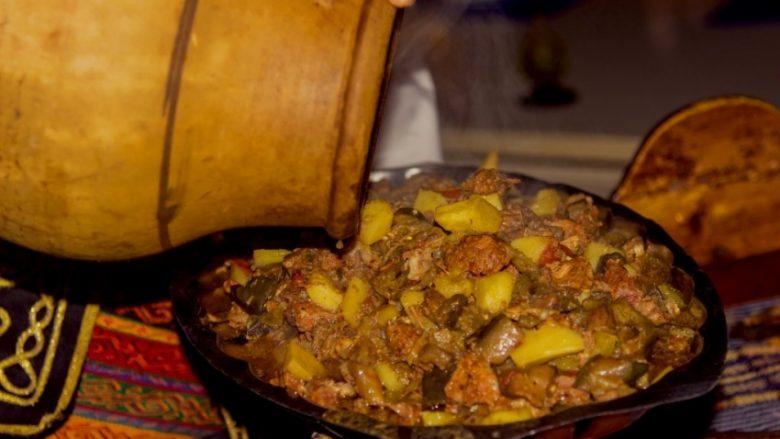 Mish qengji në furrë: I lëngshëm dhe i shijshëm mu sikur ta kishit pjekur nën saç!