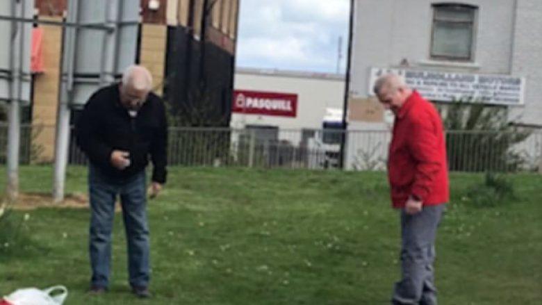 Pas përleshjes fizike, të moshuarit kërkuan syzet që ranë në barë (Video)