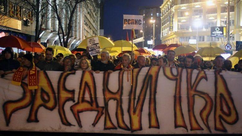 Policia arrinë të futet në Kuvendin e Maqedonisë (Foto)
