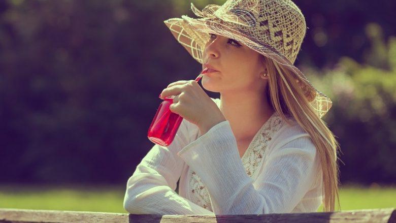 Uji me limon është një e kaluar: Ky lëng përshpejton drastikisht metabolizmin dhe pastron trupin!