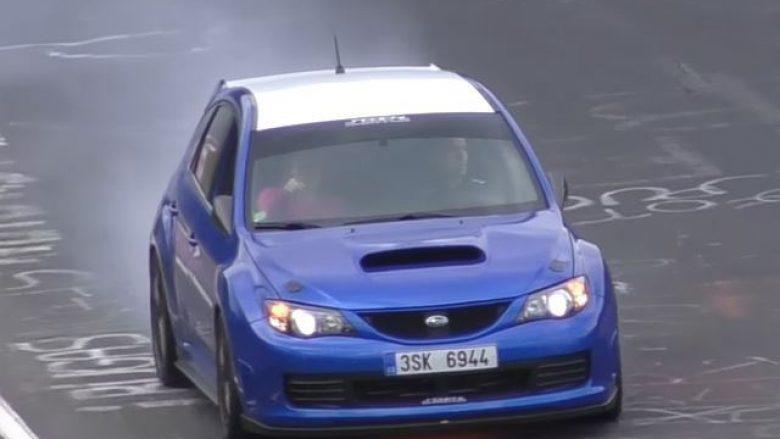 Vazhdon garën edhe pse makina ka marrë flakë (Video)
