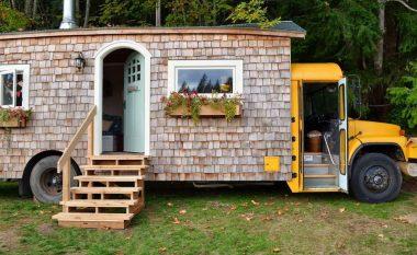 Autobusin e vjetër e shndërruan në shtëpi banimi – rezultati është më shumë se befasues! (Video)
