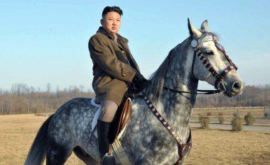Jaht, avion, flotë veturash, si dhe 'skuadra të kënaqësisë' - jeta luksoze e një diktatori (Foto)
