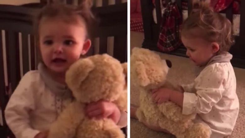 Babai u largua për në ushtri, por surpriza që i la kësaj vogëlusheje do ju lë pa fjalë (Video)