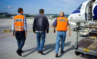 """I lindur dhe """"i plakur"""" aty, 55 vjeçari dëbohet nga Zvicra"""