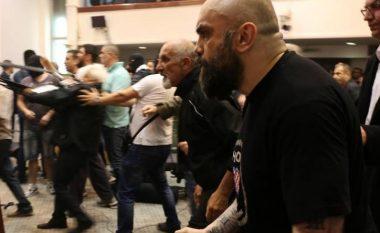 Për dhunën në Kuvend, Prokuroria ka urdhëruar të arrestohen 15 persona