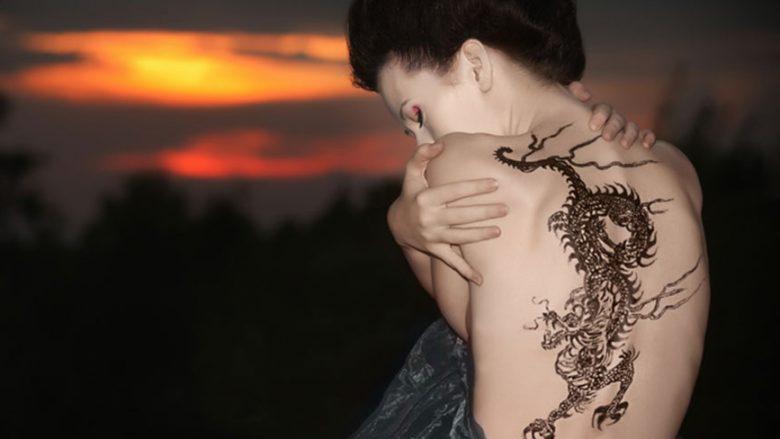 A sjellin tatuazhet përfitime shëndetësore? Këto janë hulumtimet e reja mbi këtë temë