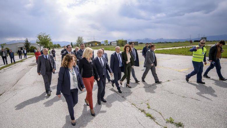 Mustafa: Do të shpejtohen hapat për funksionalizimin e Aeroportit të Gjakovës