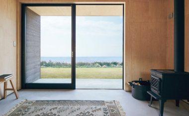 """Dizajn mbresëlënës i realizuar nga japonezët: Një """"kasolle"""" e vogël e cila ka gjithçka që na duhet (Foto)"""