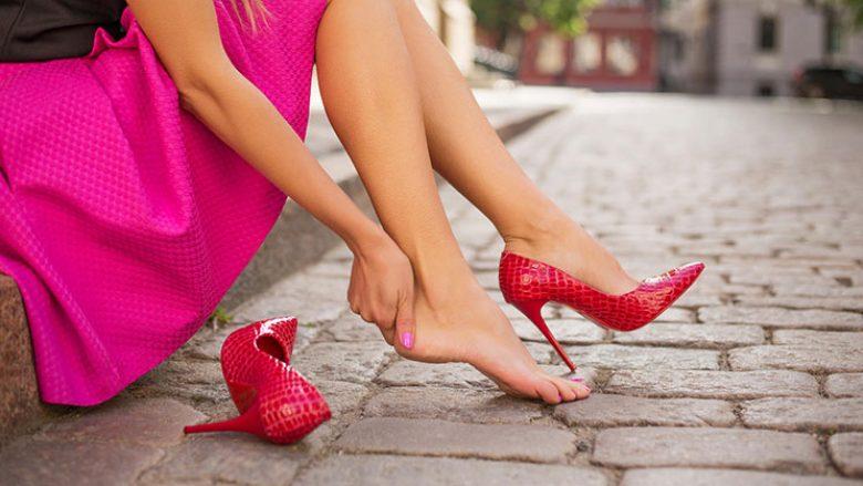Këshilla për të ecur me taka të larta si një yll Hollivudi