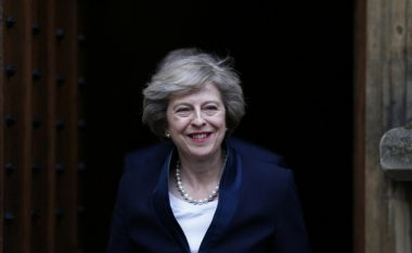 Kryeministrja britanike e impresionuar me arritjet në Kosovë