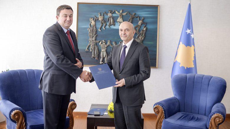 VV: Mustafa emëroi ministër drejtuesin e strukturave ilegale