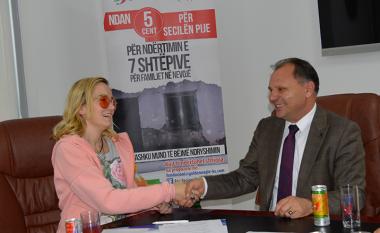 Fondacionit Humanitar Golden Eagle dhe Koperativa Show marrëveshje për ndërtimin e shtëpive