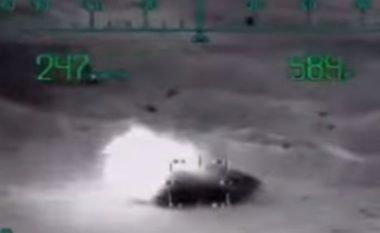 Momenti kur helikopterët luftarak Ka-52, hedhin në erë tanket dhe mjetet tjera të blinduara të ISIS-it (Video, +18)