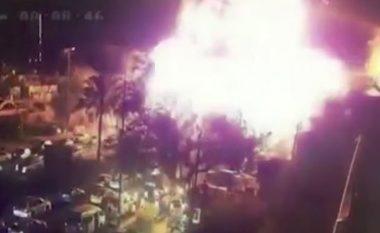 Publikohen pamjet e shpërthimit që la 13 të vrarë tek një dyqan i akullores në Bagdad (Video)