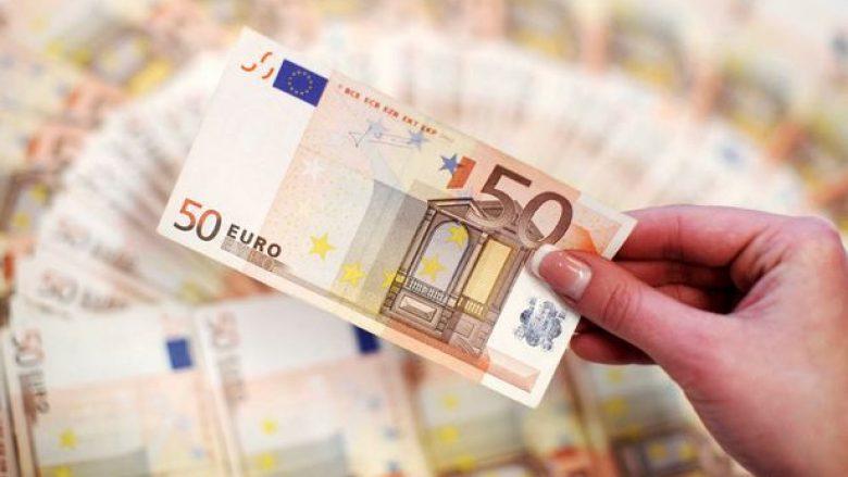 Fitorja e Macron rrit vlerën e monedhës euro