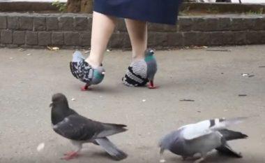 Këpucët e çuditshme, për të mos frikësuar pëllumbat (Video)