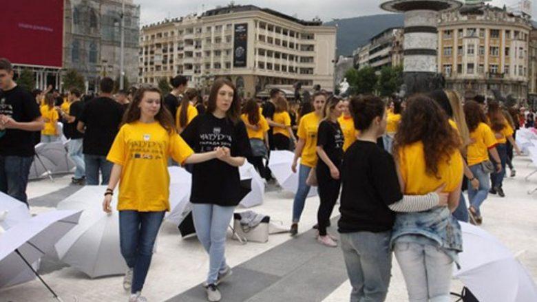 """Maturantët dhanë betimin kundër dhunës në sheshin """"Maqedonia"""""""