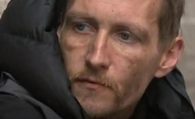 Të pastrehut që ndihmoi viktimat e shpërthimit në Mançester, ia sigurojnë shtëpinë dhe punën (Video)