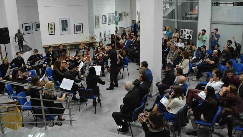 """Universitetet publike shqiptare organizuan manifestimin kulturor """"Ura me tri harqe"""""""