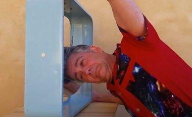 Tentoi të ndalë ventilatorin e hekurt me kokë dhe gjuhë, u pendua keq (Foto/Video)