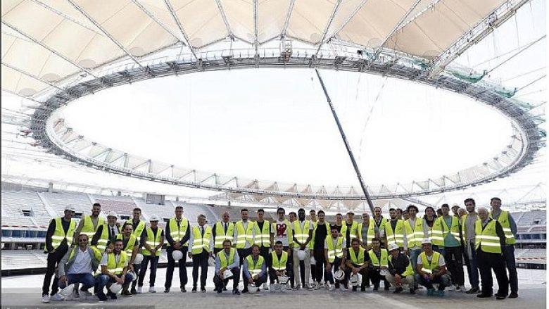 Lojtarët e Atleticos e vizitojnë për herë të parë stadiumin ri ku do t'i luajnë ndeshjet (Foto)