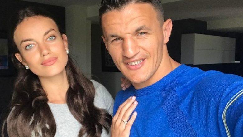 Haxhi Krasniqi e thërret bashkëshorte modelen Heidi Lushtaku (Video)