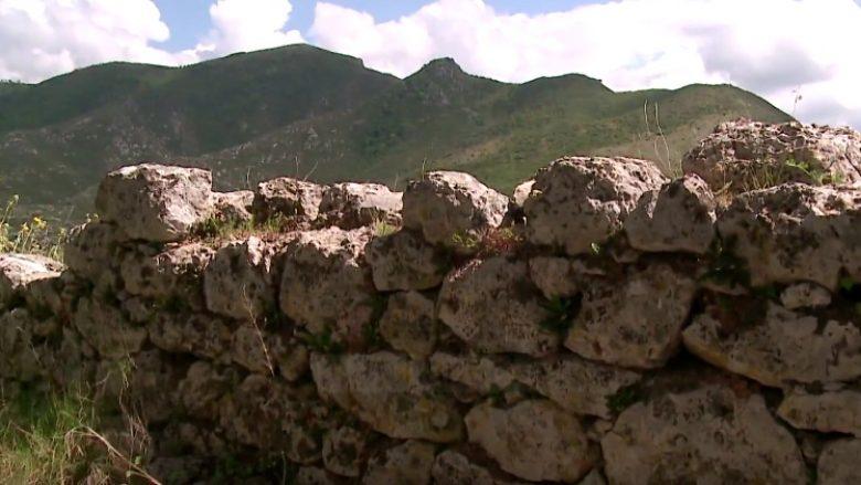 Perla e panjohur shqiptare e Mesdheut, që me shekuj ishte fshehur nën baltë (Video)