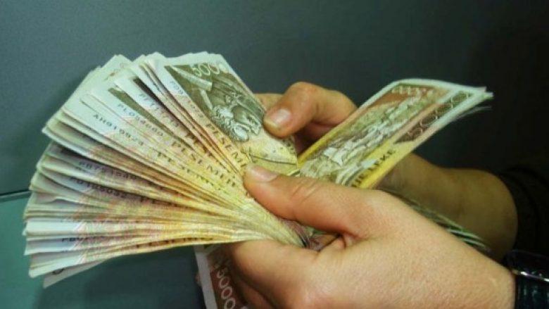 """Shtohen """"milionerët"""" në Shqipëri! (Video)"""