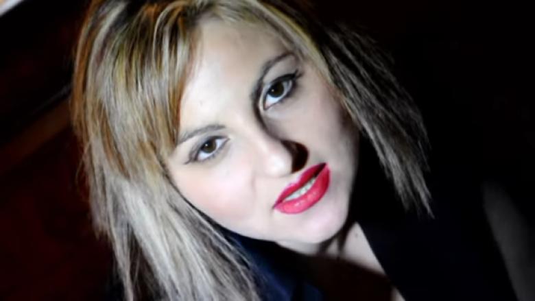 Këngëtarja italiane bën vetvrasje (Video)