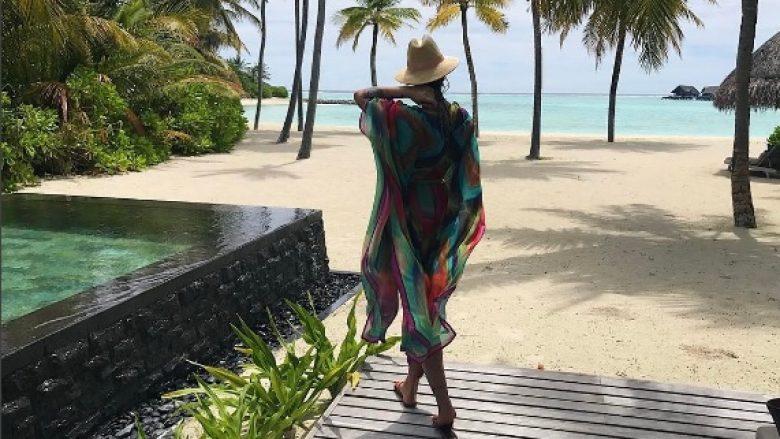 Morena 'arratiset' në Maldives, publikon imazhe të nxehta nga ambienti luksoz ku po kalon pushimet (Foto)
