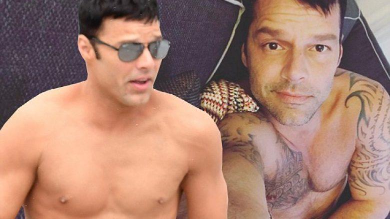 E mahnitshme! Ricky Martin fsheh të gjitha tatuazhet, shfaqet lirshëm pa këmishë gjatë xhirimeve (Foto)