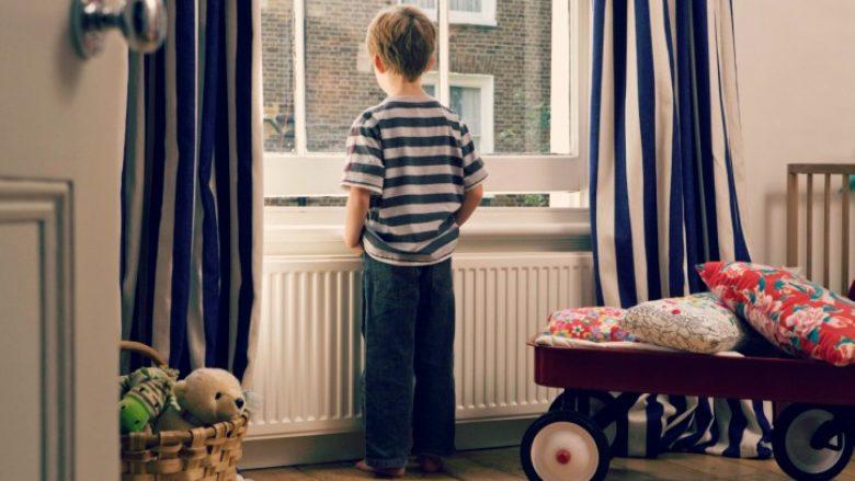 Kur duhet t'i lini fëmijët vetëm në shtëpi