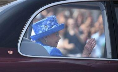 Qytetarët i telefonojnë policisë: Alo policia? Mbretëresha nuk ka vendosur rripin (Foto)