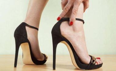 Si ta kombinoni fustanin me këpucë