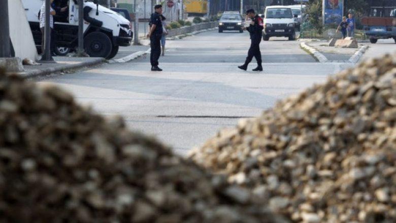 Pjesëtarë të xhandarmerisë serbe dhe spiunë të BIA-s në veri, policia e mohon