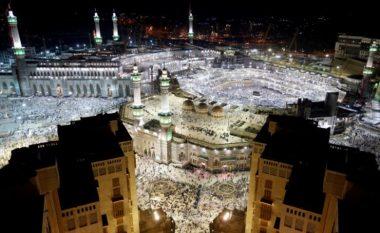 Publikohen pamjet e para të tentim sulmit në qytetin e shenjtë të Mekës (Foto/Video)