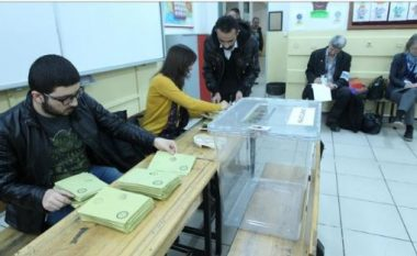 Pezullohet votimi në Tiranë, plas grushti midis komisionerëve (Foto)