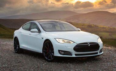 Iu thye pedali i gazit derisa voziste Tesla Model S (Foto)
