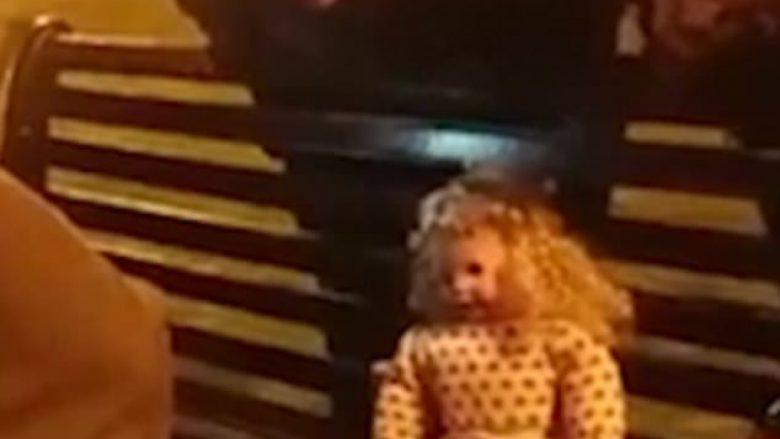 Lëvizi edhe pasi iu hoqën bateritë, dyshojnë se kukulla u pushtua nga fantazmat (Video)