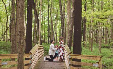 Propozoi dy herë të dashurës martesë, dhe bijës së saj i kërkoi t'i bëhet baba (Foto)