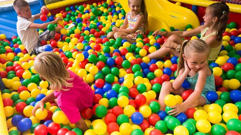 Të gjithë fëmijët luajnë me këta topa, por janë shumë të rrezikshëm (Foto)